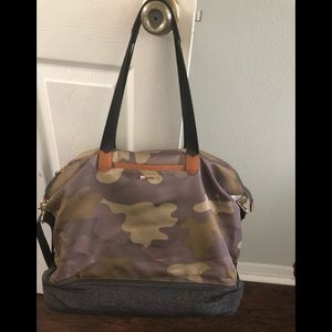 Camo bag with bottom compartment